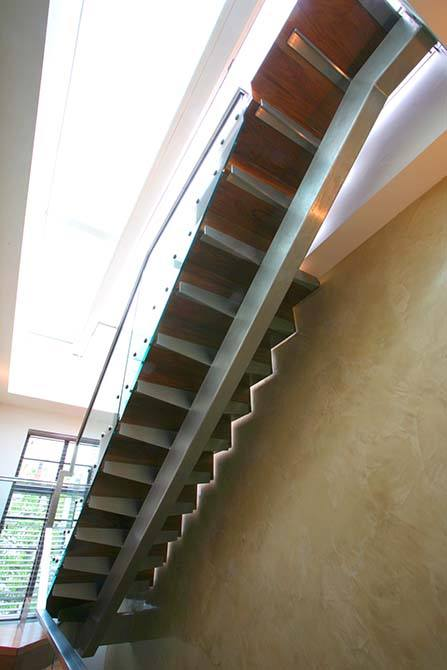 Abingdon-stainless-steel-staircase-glass-balustrade
