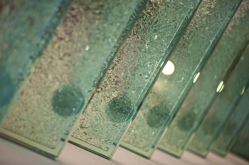 Allum-cracked-glass-tread-staircase