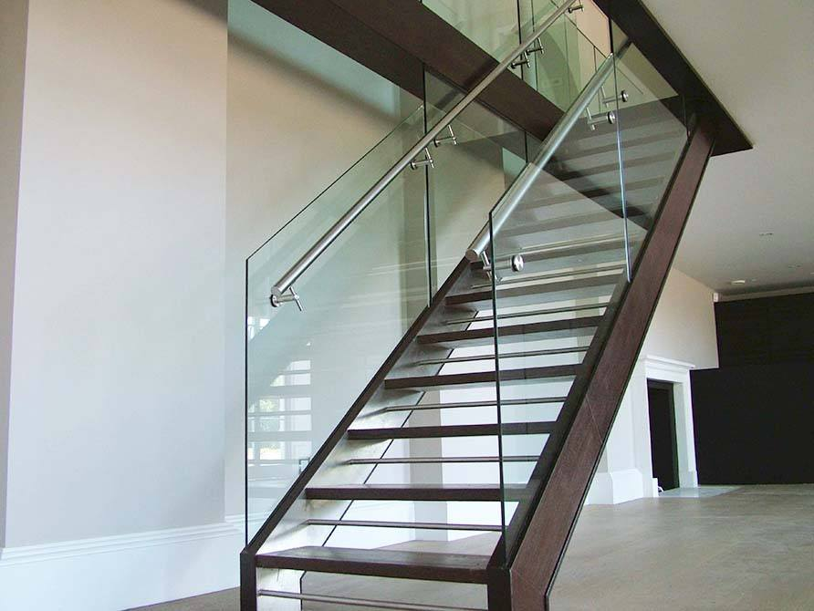Dropmore Straight Staircase