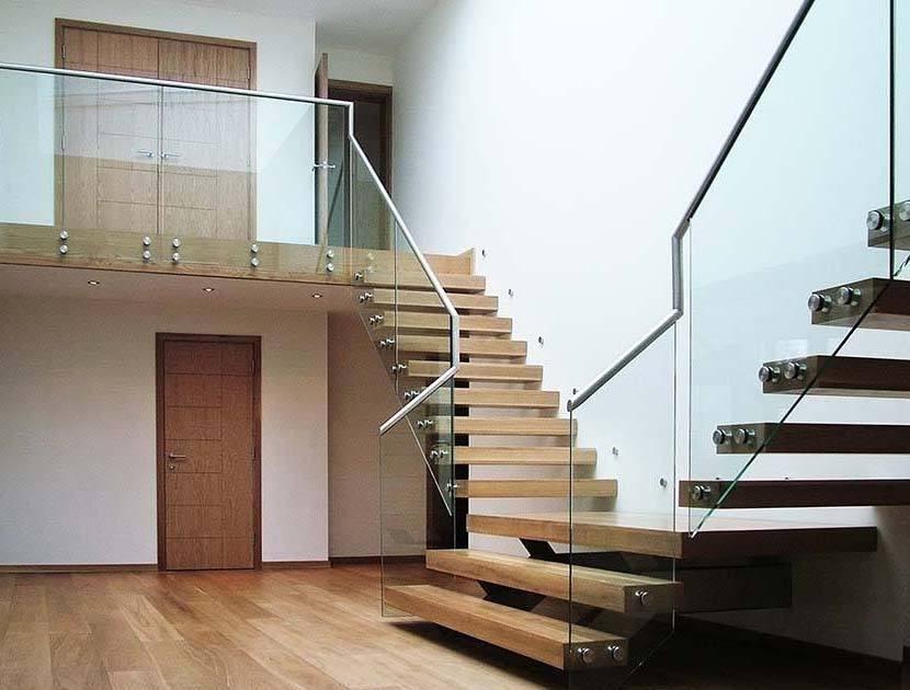 Double cantilever staircase