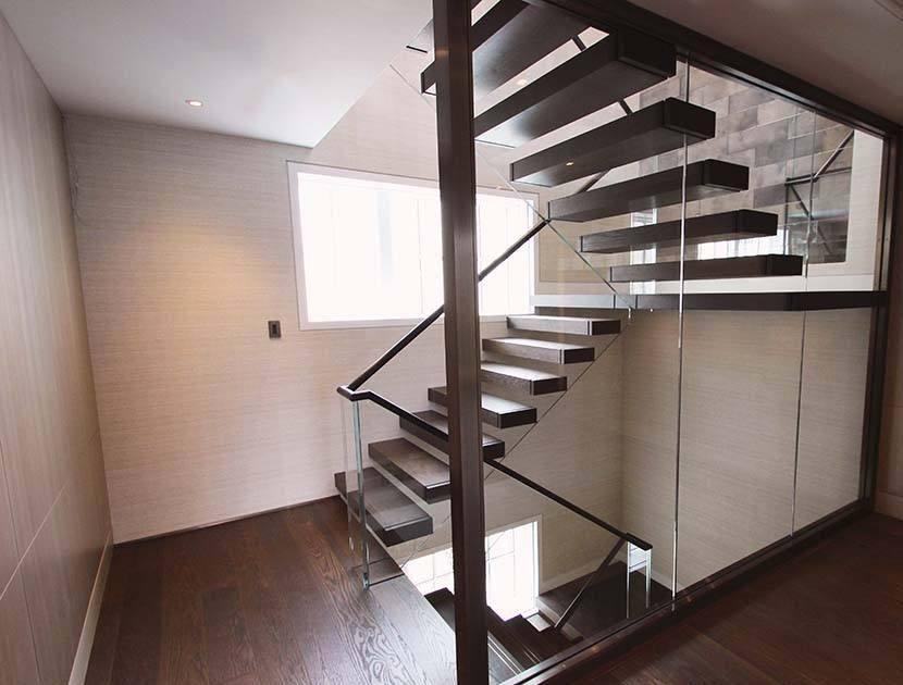 modern cantilever staircase