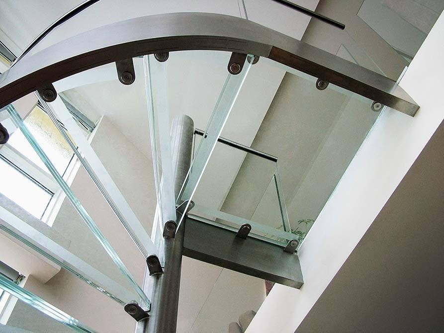 Basin-stainless-steel-glass-balustrade