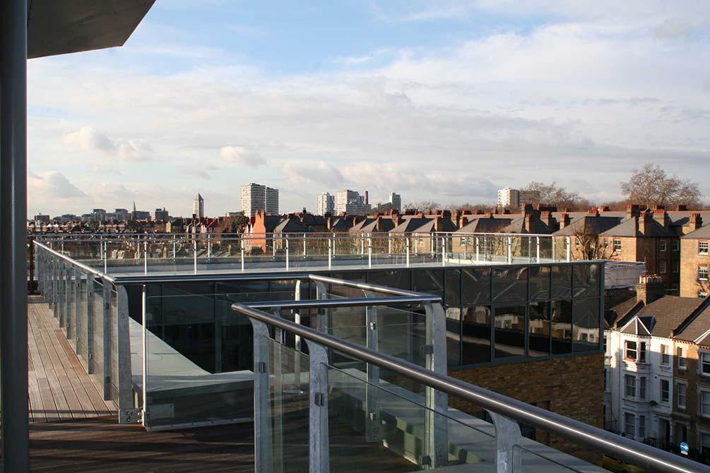 Battersea-glass-panel-balcony-balustrade