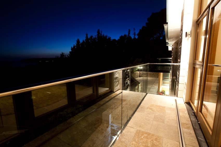 Beach-glass-balcony