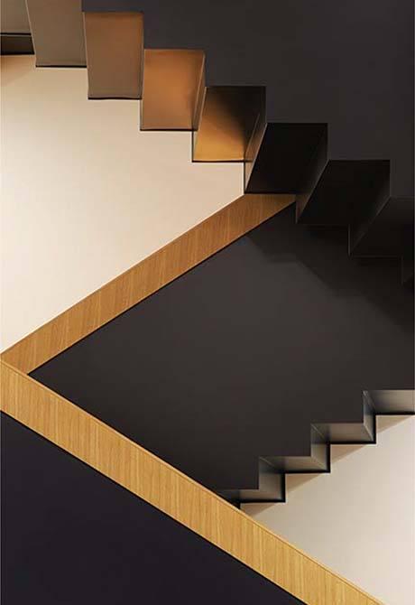 Bonhams straight metal stairs