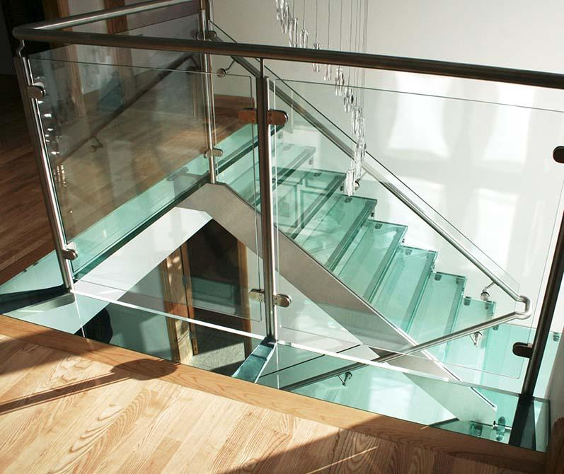 Buttery-stainless-steel-glass-balustrade