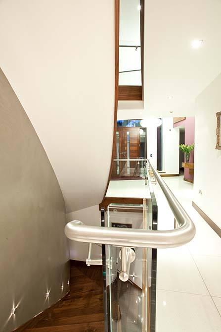 Cliff stainless steel handrail interior