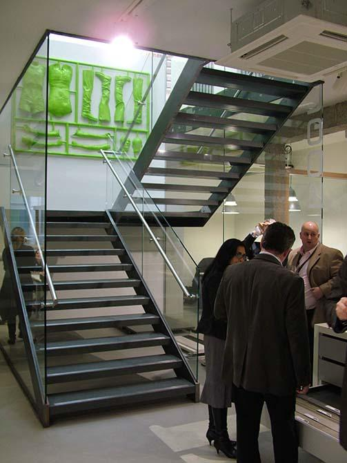 Domus-steel-glass-staircase