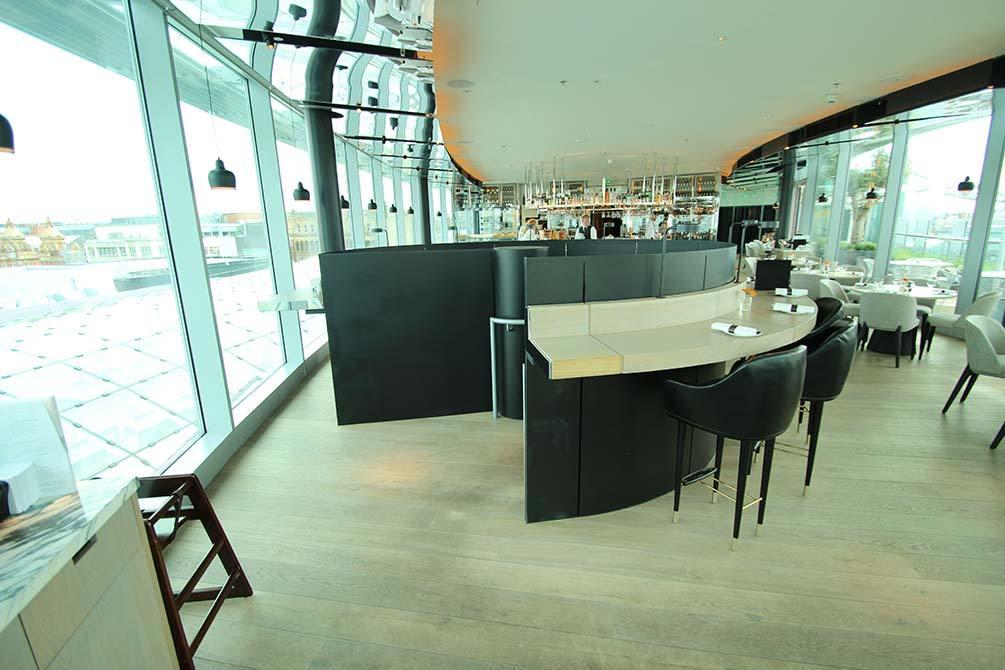 dandd cocktail bar balustrade