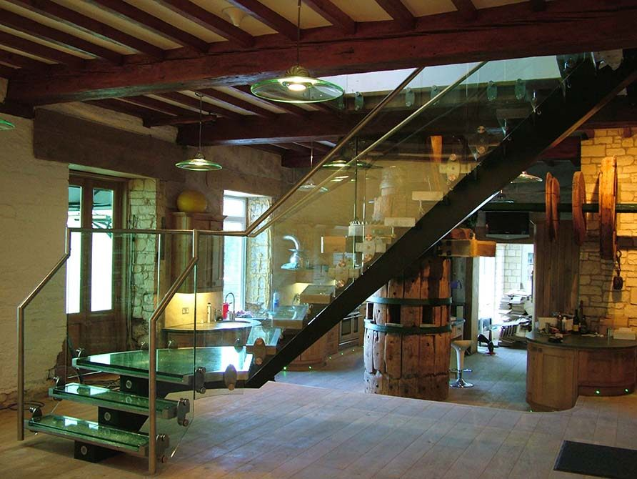 Flint cracked glass staircase