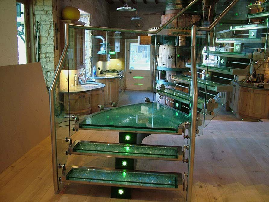 Flint stainless steel spine staircase