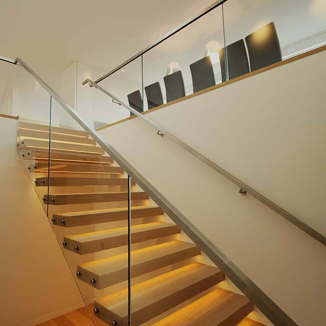 Palace-cantilever-steel-timber-staircase