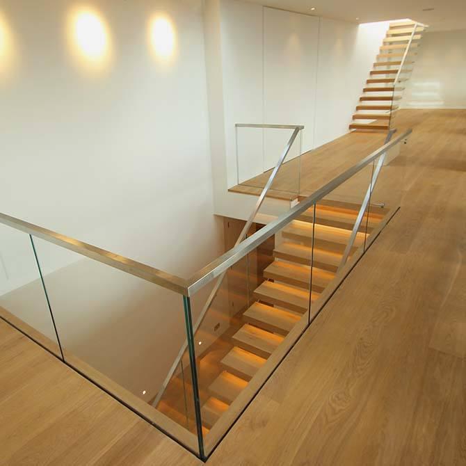 Palace-steel-glass-balustrade
