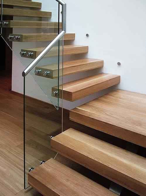 Pipins cantilever staircase