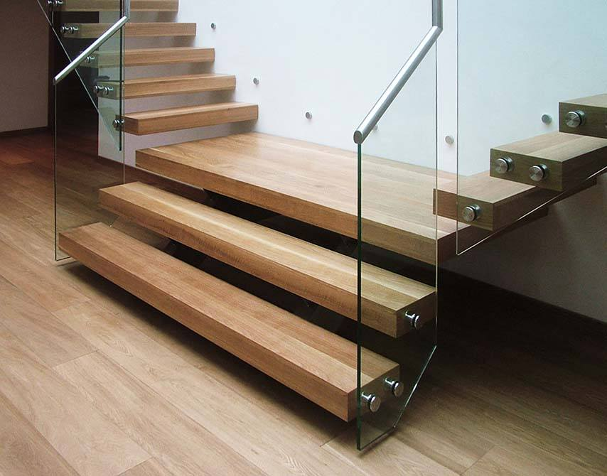 Pipins cantilever timber staircase