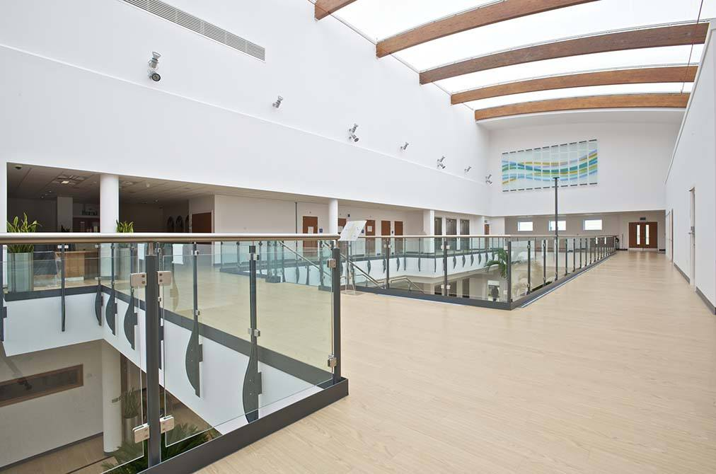 Queens-Medical-stainless-steel-glass-balustrade