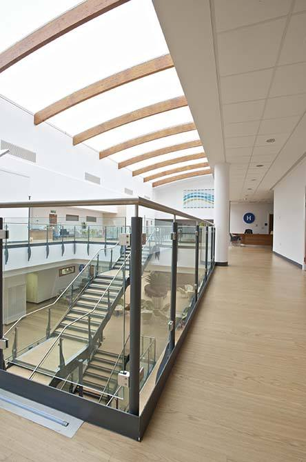 Queens-Medical-steel-glass-balustrade
