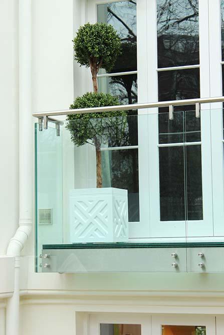 St-Johns-Wood-external-glass-blaustrade