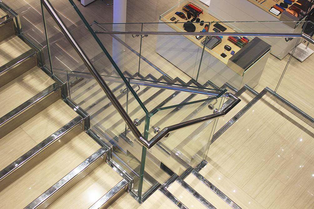 Tumi-contemporary-staircase