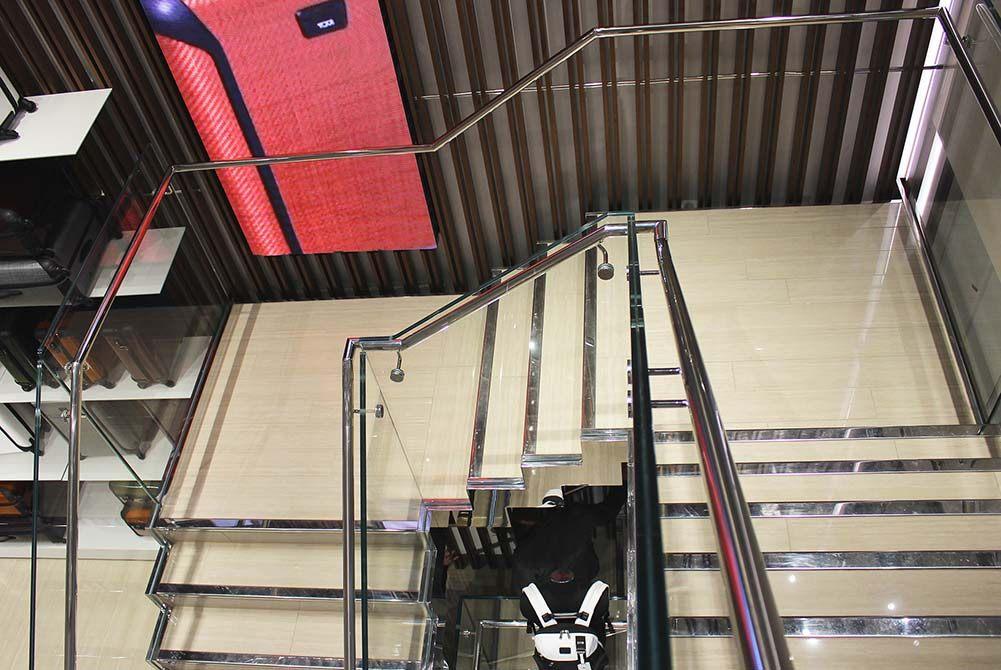 Tumi-contemporary-stairs