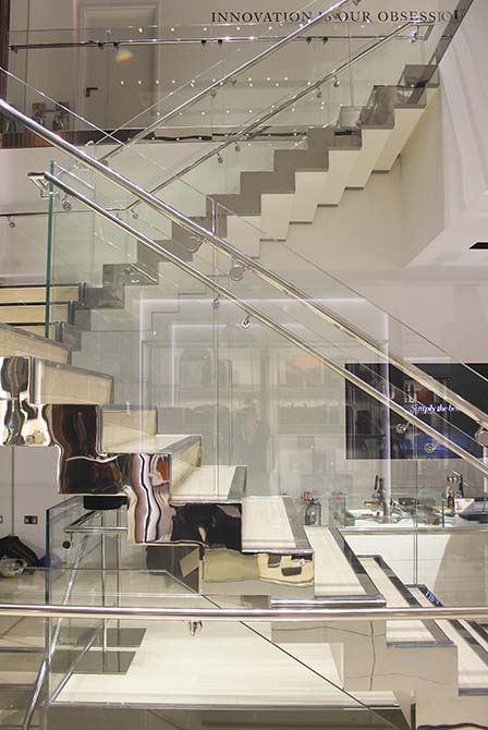 Tumi-glass-balustrade