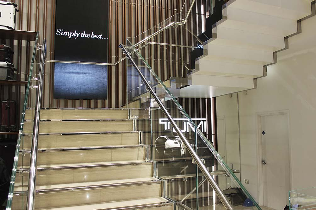 Tumi-glass-stainless-steel-staircase