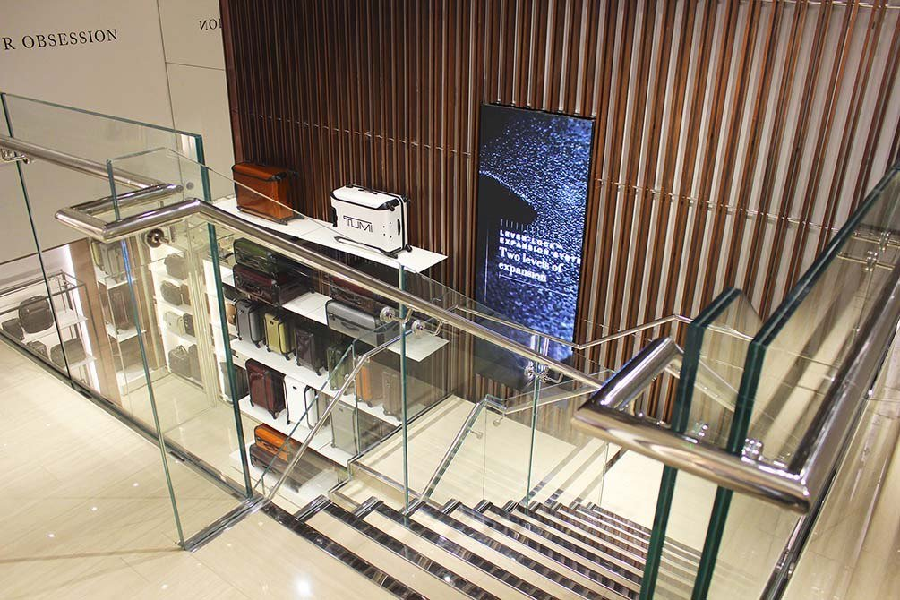 Tumi-glass-steel-staircase