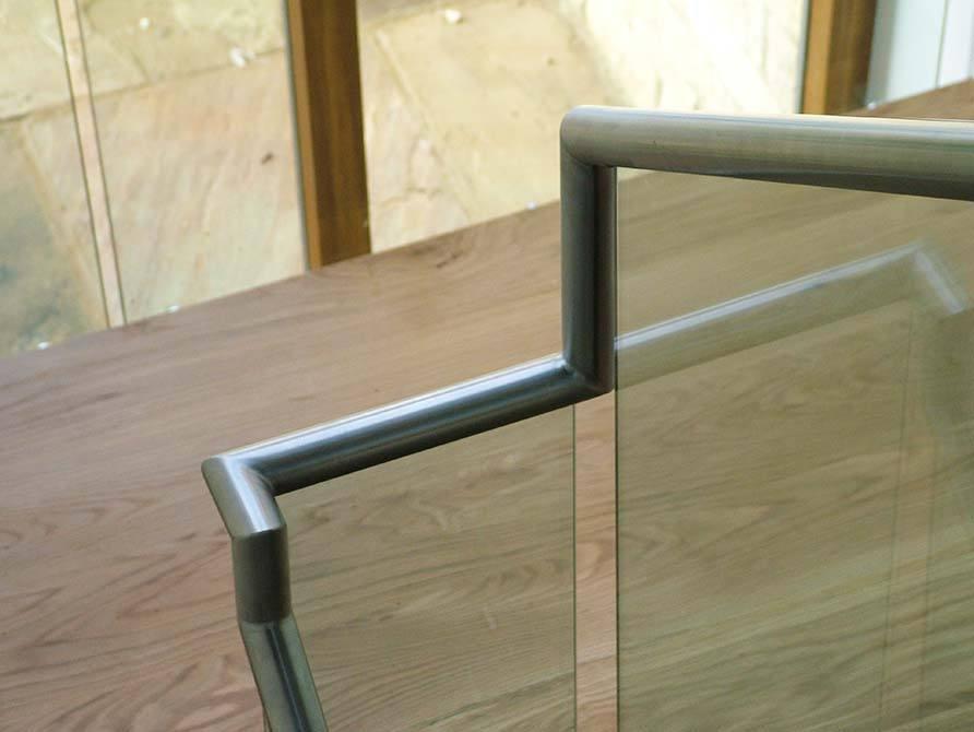 Turley-stainless-steel-handrail