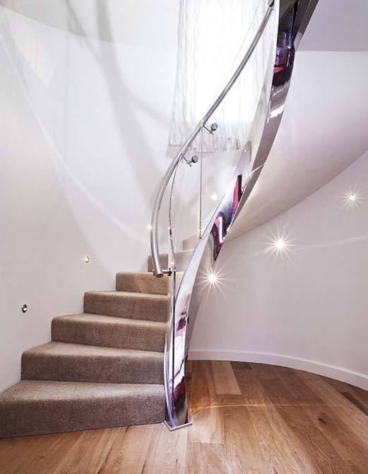 Villaise-curved-feature-staircase