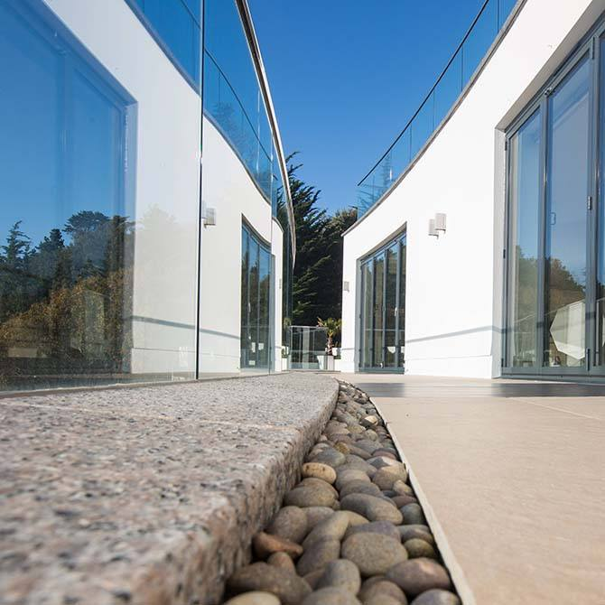 Warrick-frameless-balustrade