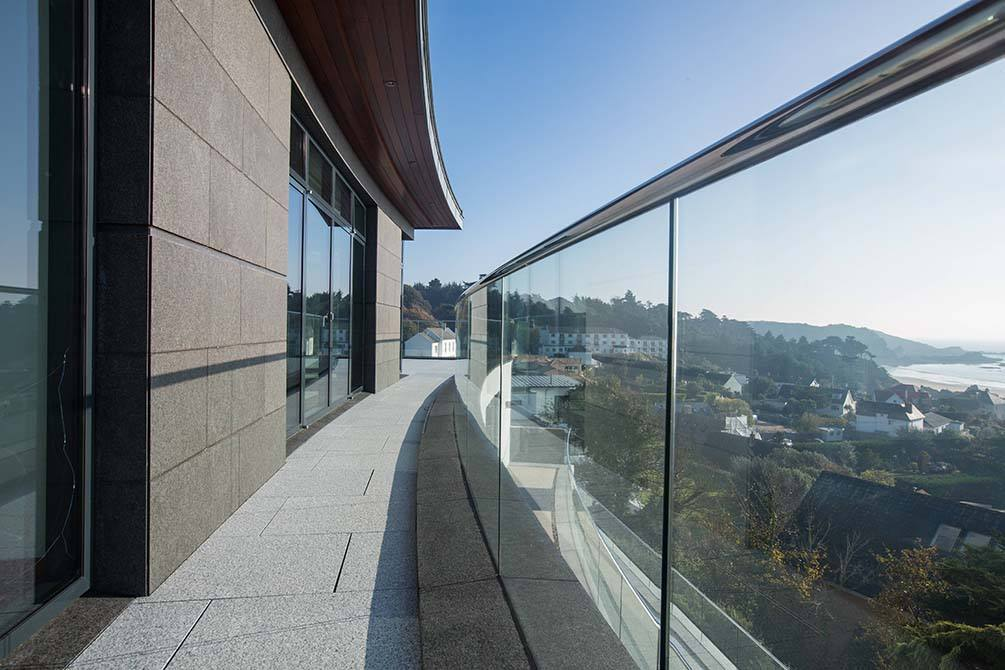 Warrick-stainless-steel-glass-balustrade