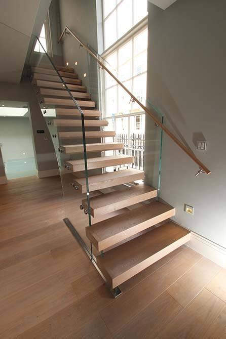 Wilton-Mews-feature-staircase