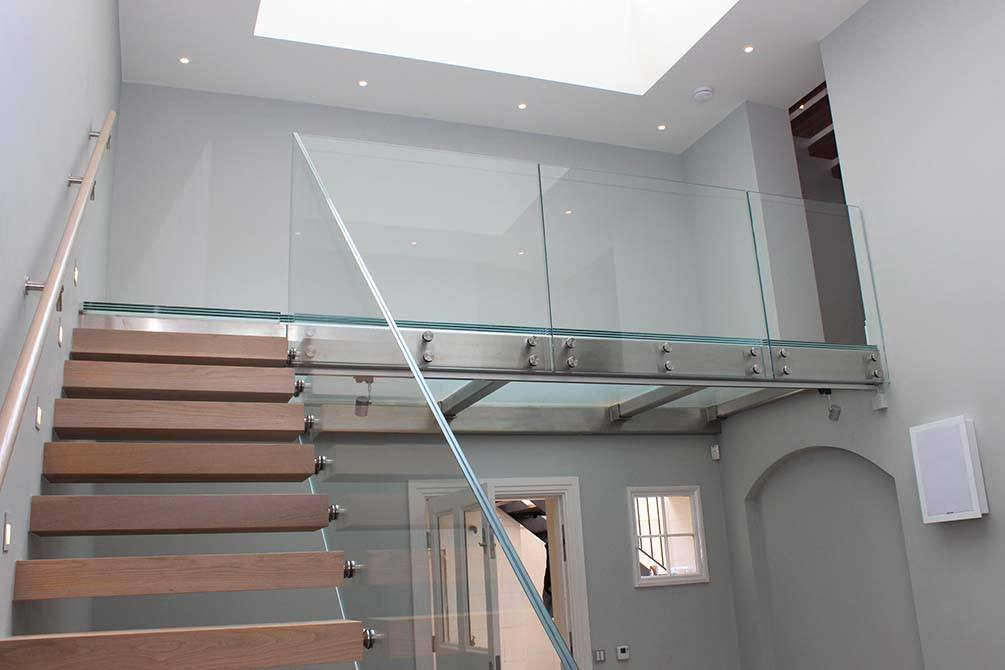 Wilton-Mews-stainless-steel-glass-balustrade