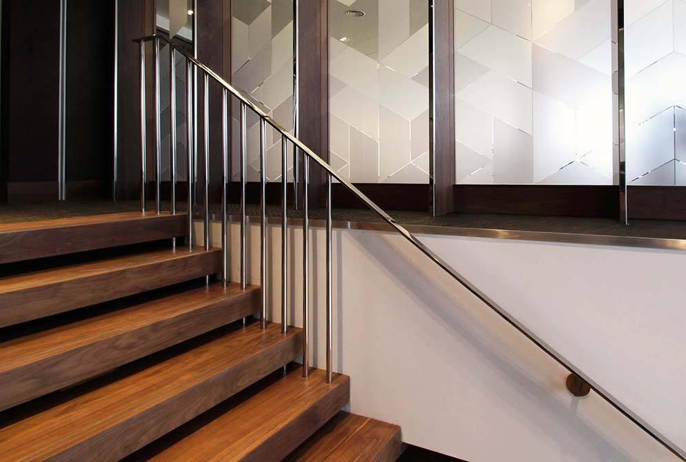 shard-mirror-stainless-handrail
