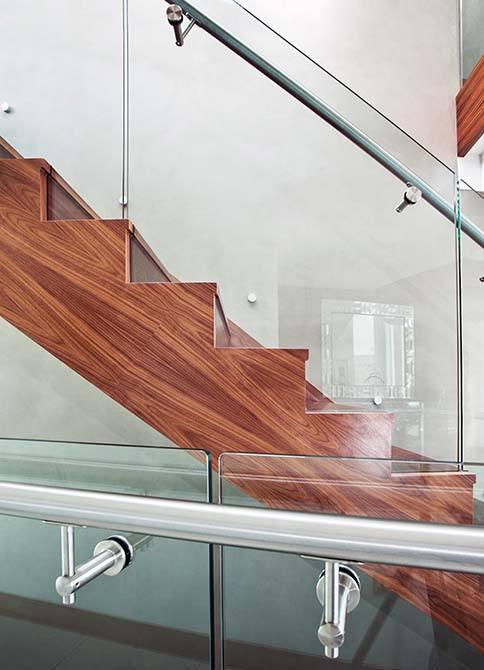 Cliff-frameless-glass-balustrades-structural-glass-balustrades