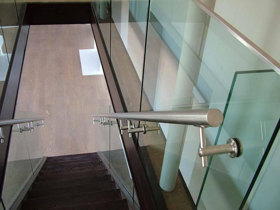Dropmore-stainless-steel-handrail