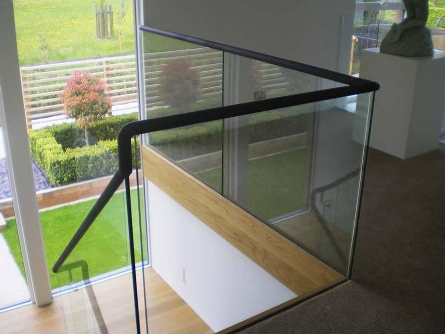 brickfield-glass-balustrade-leather-handrail