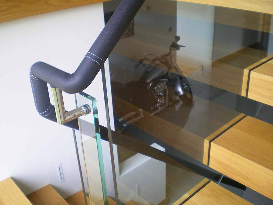 brickfield-leather-handrail