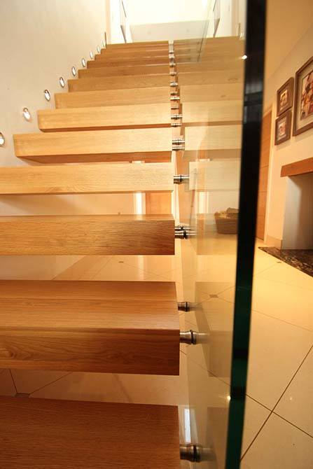 tinson-contemporary-floating-staircase