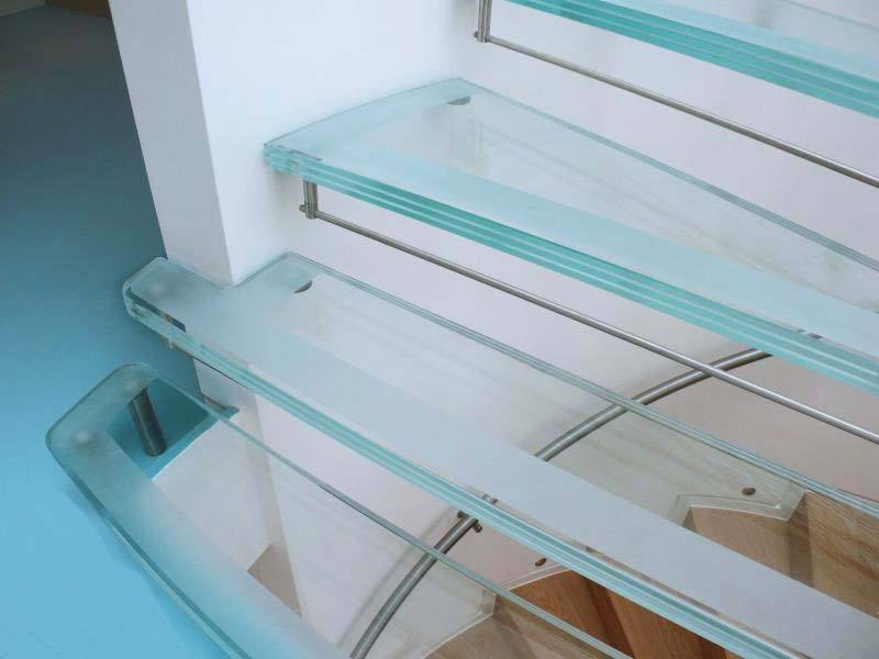 downley-sanblasted-glass-treads