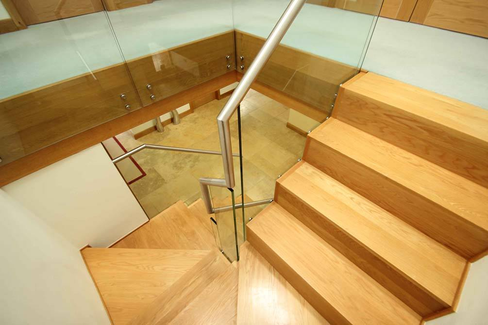 hartley-timber-glass-staircase