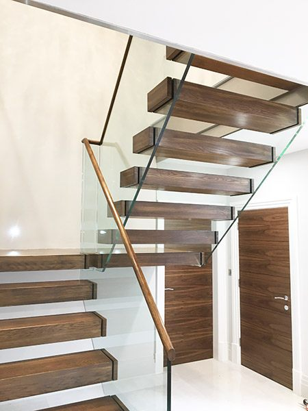 float-glass-balustrade-cantilever-staircase