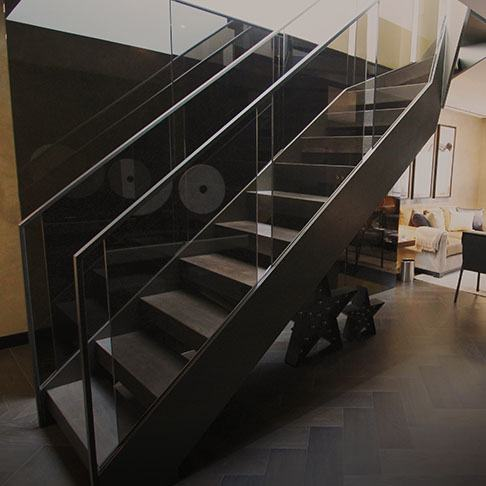 Open-riser-straight-residential-staircase-tn